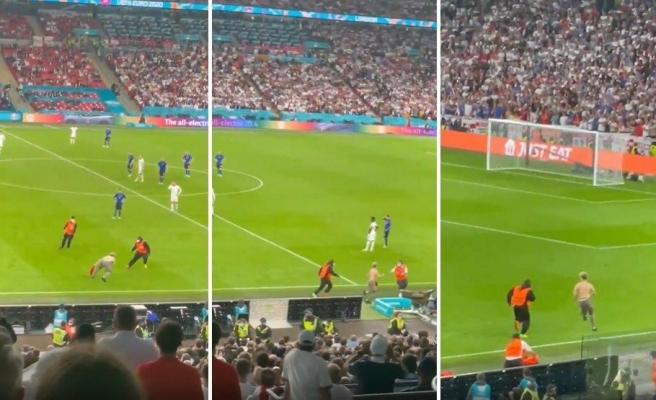 EURO 2020 Finalinde Sahaya Giren Taraftar Zar Zor Yakalandı