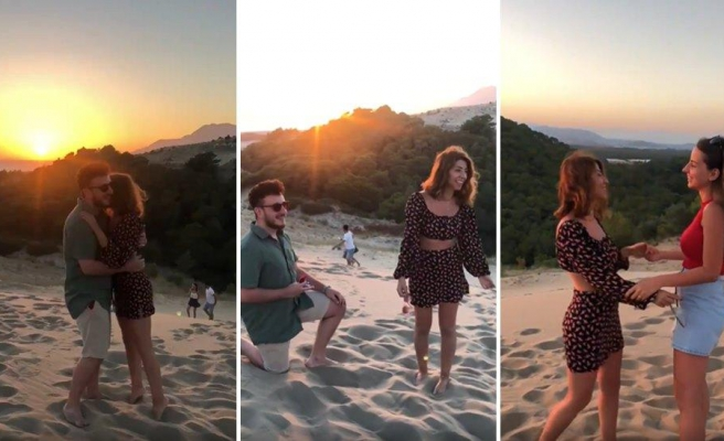 Evlenme Teklifi Alacağı Sırada Tanıdık Birini Gören Kadının Viral Olan Görüntüleri