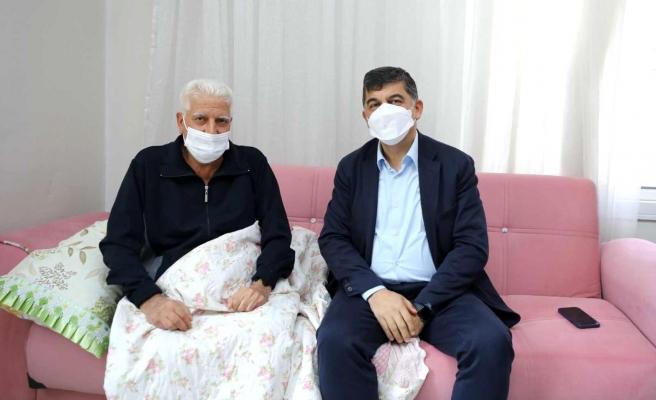 Fadıloğlu, hastaları evlerinde ziyaret etti