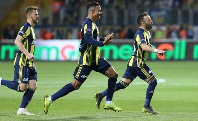 Fenerbahçeli yıldız ayrılığı resmen açıkladı