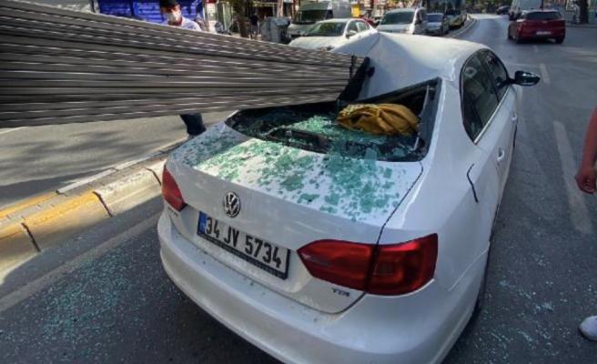 Film Gibi Kaza: Çekmeköyde Demir Çubuklar Arabaya Saplandı