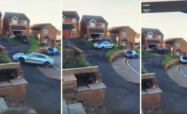 Fırlatma Kontrolü Nedeniyle Park Etmek İstediği Porsche Aracını ve Diğer 2 Aracı Perişan Eden Şanssız Şoför