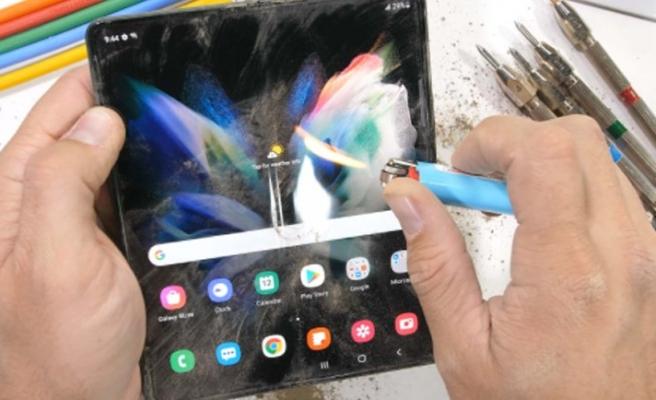Galaxy Z Fold3'e işkence testi