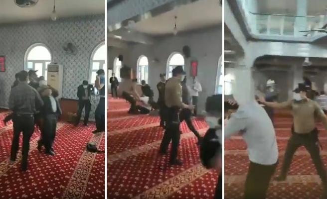 Gaziantep'te İtikafa Giren Vatandaşları Biber Gazı Sıkarak Camiden Çıkartan Polis Büyük Tepki Çekti