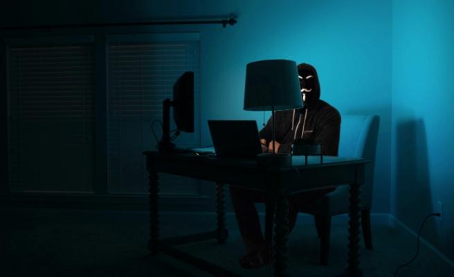 Hacker Sitesinde İlan: '70 Bin Liraya Yakalama, Arama Kararı ve Yurtdışı Çıkış Yasağı Kaldırılır'