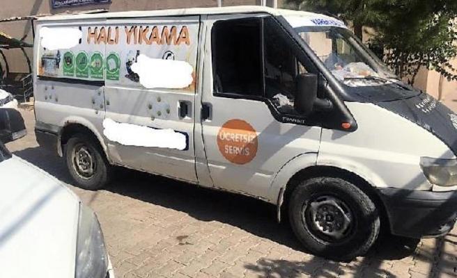 Halı yıkama minibüsünden 33 kaçak göçmen çıktı