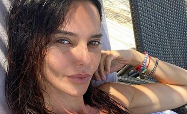 Hande Ataizi'den bikinili paylaşımlara devam