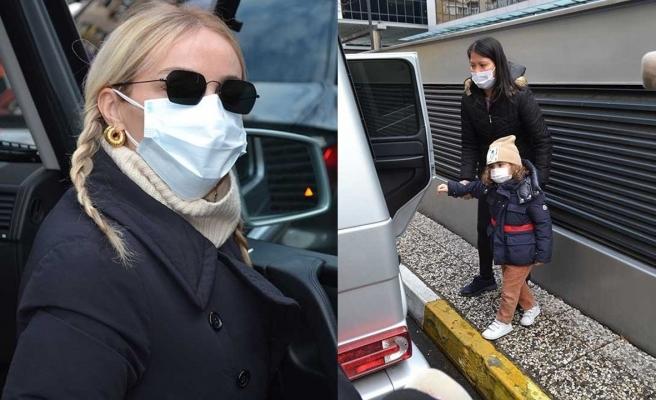 Hastane çıkışı görüntülenen Gülşen muhabirleri telaşlandırdı