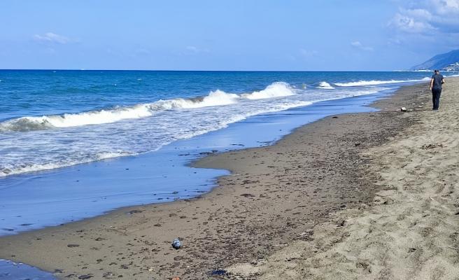 Hatay Samandağ sahilinde petrol sızıntısı temizliği 9. gün de devam ediyor