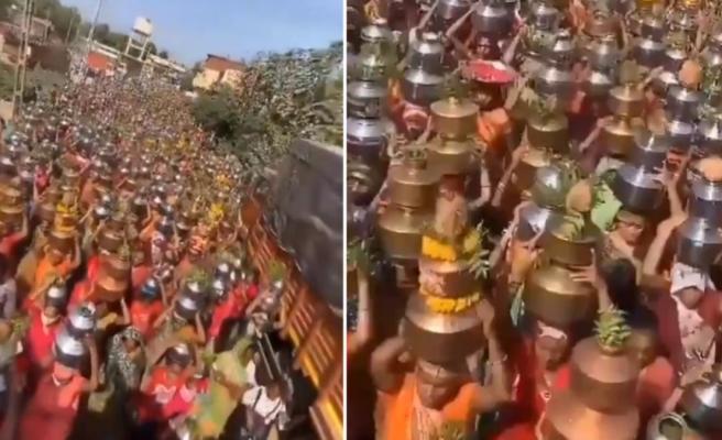 Hiç akıllanmıyorlar! Bu görüntü korona nedeniyle ölülerin sokakta yakıldığı Hindistan'dan