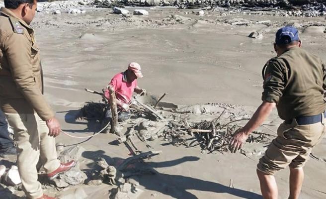 Himalayalar'dan kopan buzul parçasının neden olduğu selde çok sayıda cansız bedene ulaşıldı
