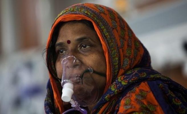 Hindistan'da Günlük Vaka Sayısı 350 Bine Yaklaştı