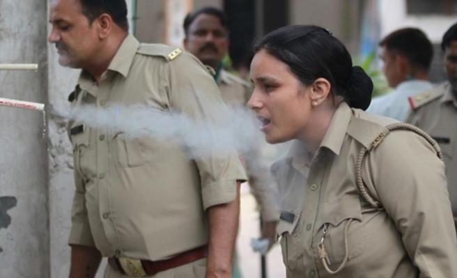 Hindistan'da koronadan korunmak için düdüklü tencereden bitkisel buhar teneffüs ettiler