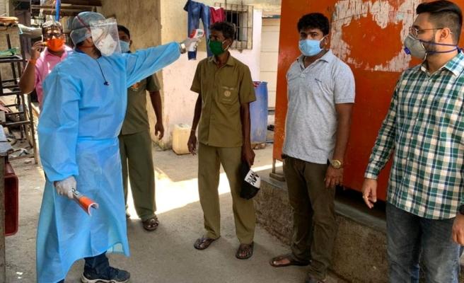 Hindistan'ın Mumbai şehrindeki yoksul halkın yarısı koronavirüse yakalandı