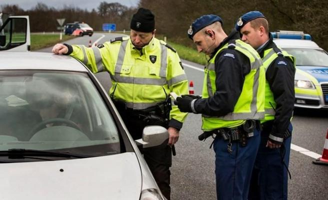 Hollanda'da Sınır Kontrolleri Başladı: Aşı Sertifikası Gösteremeyenlere 95 Euro Ceza