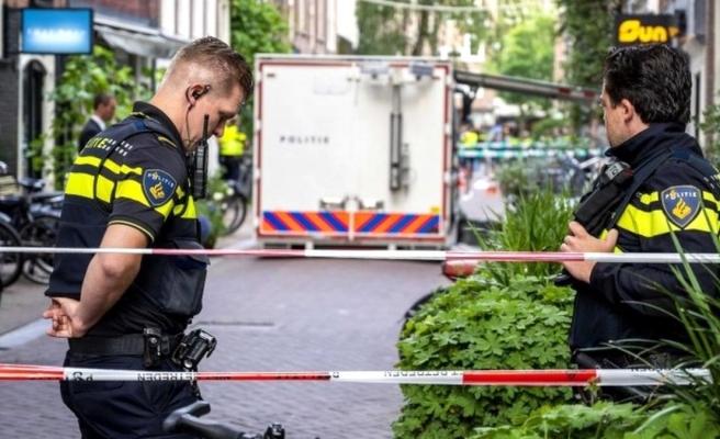 Hollanda şokta! Mafyanın ölüm listesindeki ünlü gazeteciye sokak ortasında kurşun yağdırdılar
