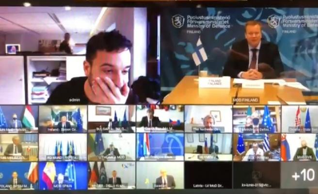 Hollandalı Gazeteci, AB Savunma Bakanları'nın Zoom Toplantısına Daldı: 'Polisler Gelmeden Çıksan İyi Olur'