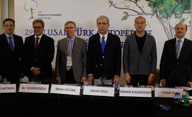 İhlas Haber Ajansı Prof.Dr İrfan Öztürk: 'Yaşlılık arttıkça kemik erimesi artıyor'