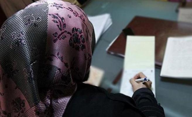 İki Müslüman öğretmen başörtüleri nedeniyle işsiz kaldı