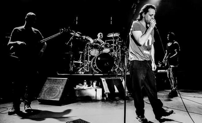 İktidarın Despotik Alkol Yasağı Sonrası Sanatçılardan Şarkı Sözleriyle Tepki: 'İçerim Ben Bu Akşam?'