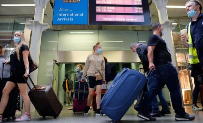 İngiliz hükümetinin bugün Türkiye'yi seyahat yasağı olan kırmızı listeden çıkaracağı iddia edildi