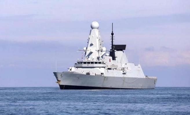 İngiliz savaş gemisine uyarı ateşi açan Rusya, Hollanda gemisini de taciz etti