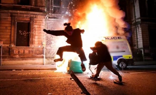 İngiltere'nin Bristol Kentinde Protestolar: Polis Arabası Ateşe Verildi, En Az 2 Polis Yaralandı