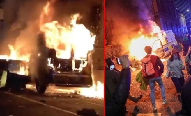 İngiltere'yi karıştıran yasa tasarısı! Eylemciler karakola saldırdı, polis minibüslerini ateşe verdi