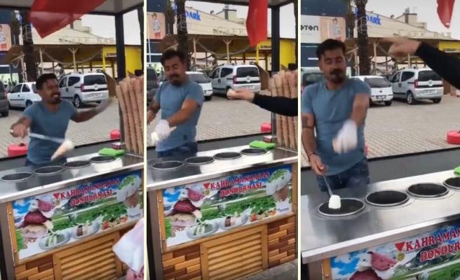 İşini Severek Yapan Maraş Dondurmacısı Dans Ederek Dondurma Satıyor