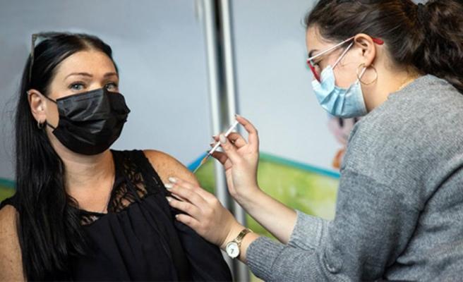 İsrail'de kapalı alanlarda da maske takma zorunluluğu kaldırılıyor