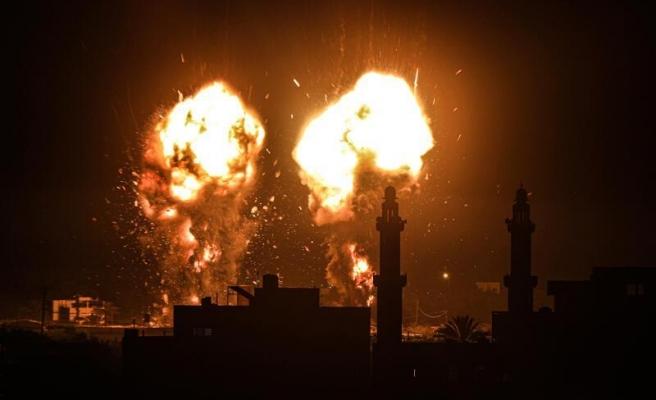 İsrail Gazze Şeridi'ne Yine Hava Saldırıları Düzenledi