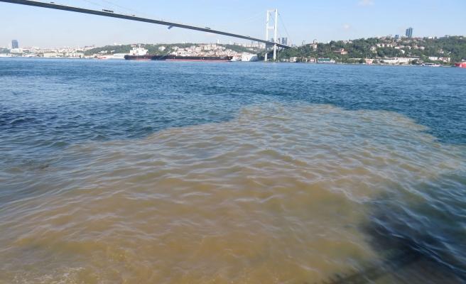 İstanbul Boğazı Kahverengi Oldu