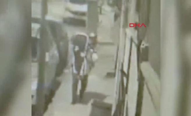 İstanbul'da Korkunç Görüntüler! Genç Kadını Defalarca Bayıltana Kadar Dövüp, Sırtında Eve Taşıdı...