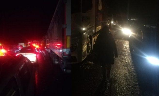 İstanbul-İzmir Otoyolunda Yaşanan Kar Çilesi: 'Araçların Yakıtları Bitiyor, Yüzlerce İnsan Açlıkla Boğuşuyor'