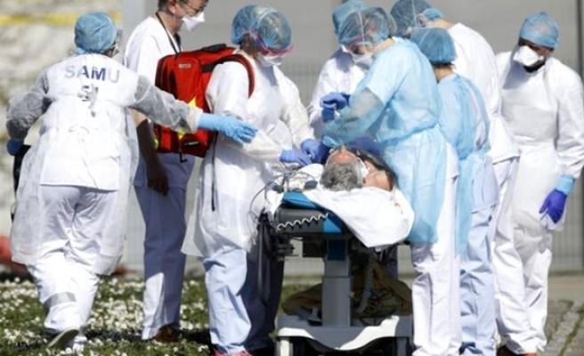 İtalya ve İngiltere'de koronavirüs sebebiyle son 24 saatte 315 kişi hayatını kaybetti