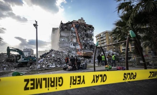 İzmir Depreminde 11 Kişiye Mezar Olan Apartman 1975 Yönetmeliği'ne Bile Aykırı Yapılmış!