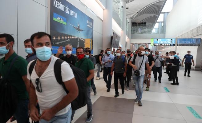 Kabil'den Tahliye Edilen Türkler Anlattı: 'Afganlar Uçağımızın Önünü Kesti, 5 Saat Bekledik'