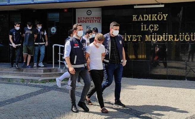 Kadıköy'de Kilise Duvarında Oynayan Kişiler Ev Hapsi İstemiyle Adliyede