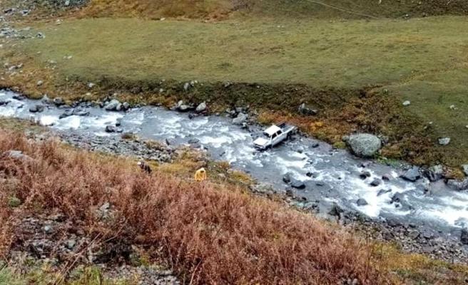Kamyonet 80 metrelik uçurumdan yuvarlandı: 1 yaralı