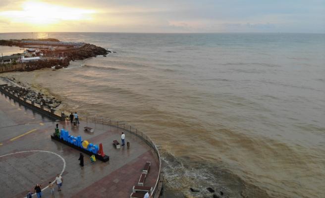 Karadeniz'de denizin rengi değişti