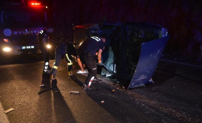 Kaş'ta iki otomobilin çarpışması sonucu 3 kişi yaralandı