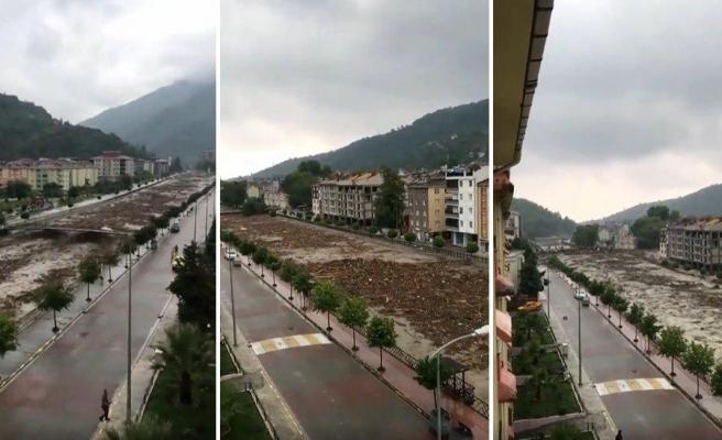 Kastamonu Bozkurt'ta Sel Felaketinin İlçe Merkezine Yöneldiği Anların Görüntüleri Ortaya Çıktı