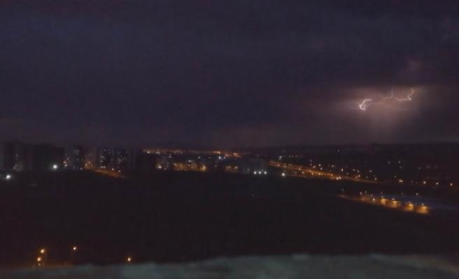 Kayseri'de geceyi şimşekler aydınlattı