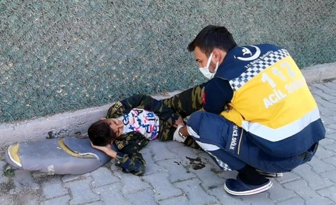 Kazada yaralanan arkadaşını bırakıp kaçtı
