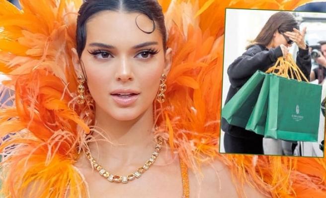 Kendall Jenner torbaların arkasına saklandı