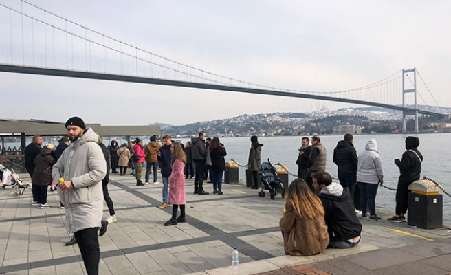 Kısıtlanamayanlar: Yasağa Rağmen Ortaköy Sahili'nde Adım Atacak Yer Kalmadı