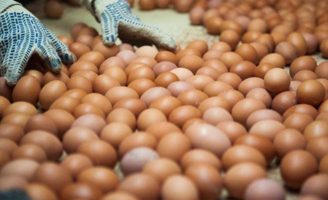Korona onları da dize getirdi! Alkolü yasaklayan Rusya yumurta dağıtmaya başladı