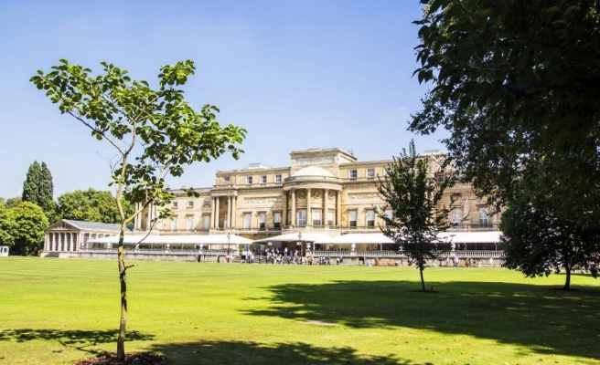 Kraliçe II. Elizabeth'ten Bir İlk: Buckingham Sarayı'nın Bahçesini Halka Açıyor