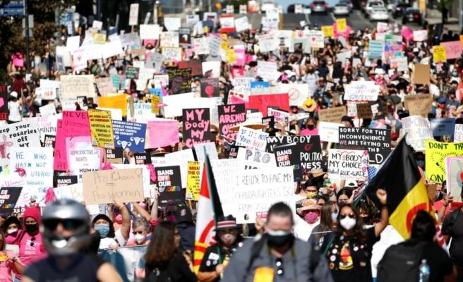 Kürtaj: ABD'de 50 eyalette on binlerce kişi kürtaj hakkı için sokağa çıktı