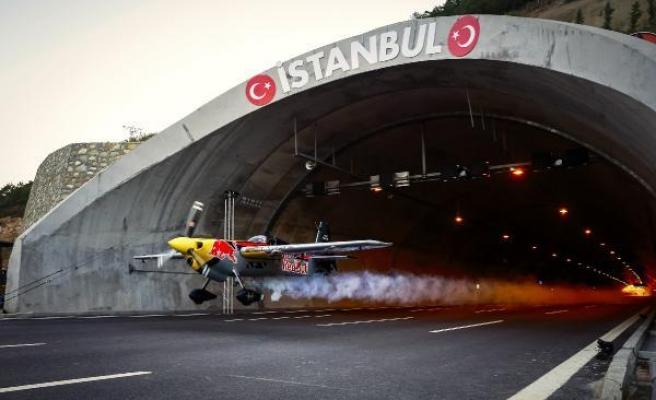 Kuzey Marmara Otoyolunda Dünya Rekoru: Tünelden Uçakla 43,44 Saniyede Geçti